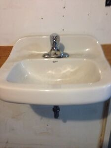 Wall hung sink