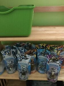Skylanders spyros adv. Make an offer-Xbox 360 / TONS of figures
