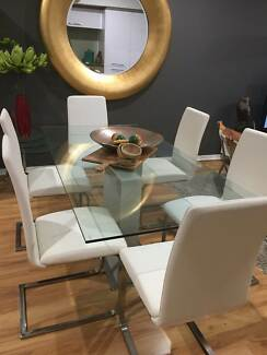 Very modern dining table & chairs