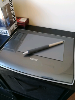 "Wacom intuos 3 graphics tablet 4x6"" good working condition"