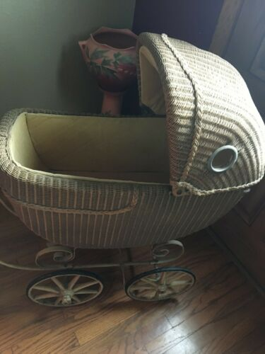 ANTIQUE WICKER / BABY CARRIAGE. PRAM / BUGGY / WOOD WHEEL RIMS / PRIMITIVE DECOR