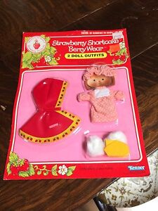 Vintage Strawberry Shortcake 2 outfit clothes New in box