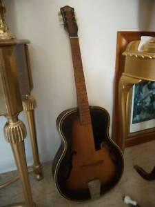 1960S OLD BELLINI ACOUSTIC GUITAR