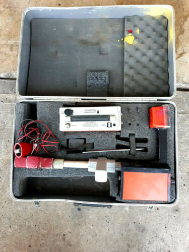 METROTECH 810 LOCATOR SET WITH Case. Complete .Works Very Good