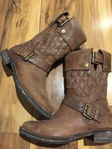 Ugg boots in brown leather