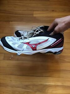 Like new size 12 mizuno court/ volleyball shoes