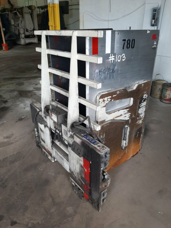 2013 CASCADE 15D SEL32205 CARTON CLAMP