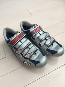 Side Women's cycling shoes