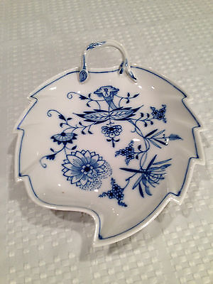Vintage MEISSEN Blue Onion Pattern LEAF SHAPED BOWL CANDY DISH Crossed Swords