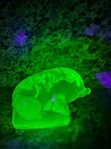 BOYD VASELINE GLASS PIG FIGURE  NEW