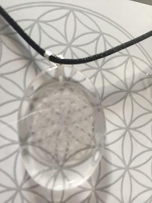 besonderes Geschenk Blume des Lebens in Bergkristall gelasert am Seidenband,neu