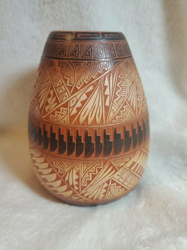 """Native American Navajo Etched Pottery Vase signed 5-1/4"""" x 4"""""""