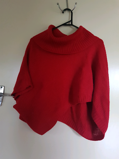 Poncho knit red size 8