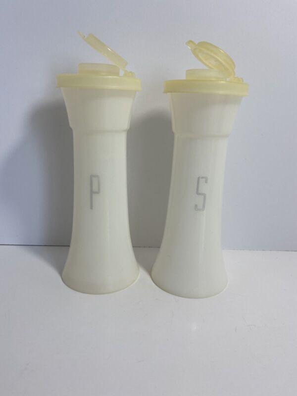"VIntage Tupperware 6"" Hourglass Salt & Pepper Shakers  718,"
