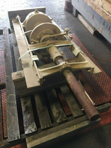 Braden Winch 30,000 lbs AMSU10  p/n 02627 Mechanical Drive New Surplus