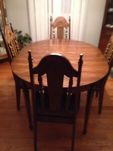 OAK DINING ROOM SET & BUFFET/HUTCH
