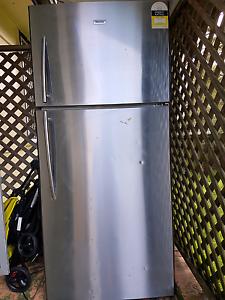 FREE hisense fridge/freezer Raymond Terrace Port Stephens Area Preview