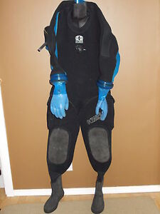 Scuba diving dry suit, gloves and undergarment