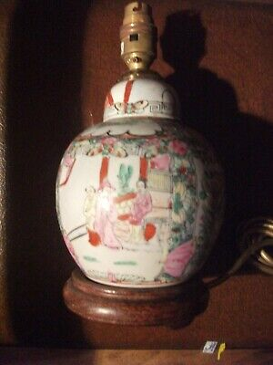 QUALITY VINTAGE HANDPAINTED CHINESE POTTERY TABLE LAMP IN GOOD WORKING CONDITION
