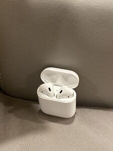 Apple Airpods (2nd generation) with charging case