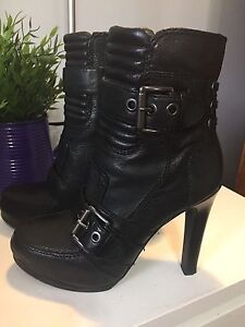 Black leather boots - Nine West - Size 5