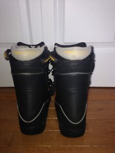Head size 5.5 Snowboard Boots