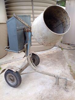 Cement mixer White Hills Bendigo City Preview