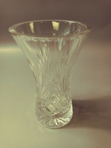 L👀K Crystal Vase Diamond Pattern Starburst Bottom 8""