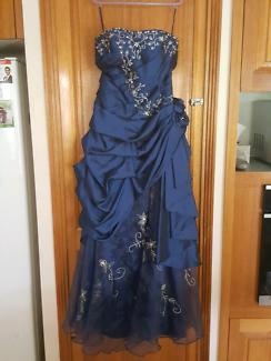 Womens wedding dress Like new
