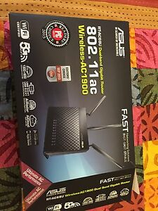 Asus Router RT-AC 68U like new