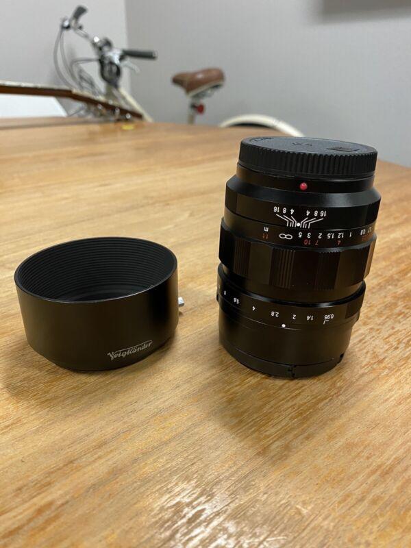 Barely used - Voigtlander 42.5mm f/0.95 MFT Lens