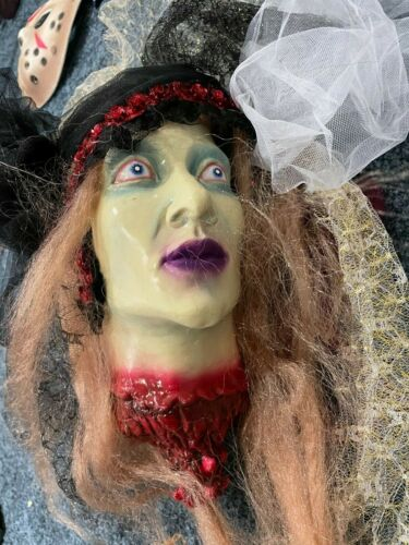 Cut Off Head Prop, Halloween Scary Realistic Hanging 2 Sided Lady RARE