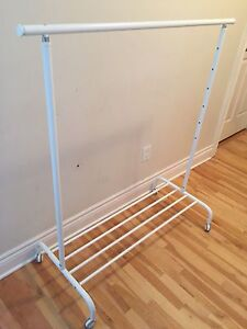 White clothes rack/Portant blanc