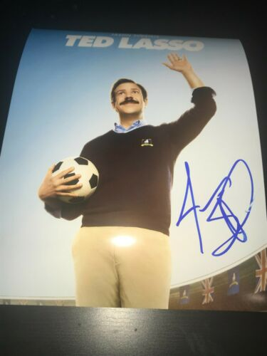 JASON SUDEIKIS SIGNED AUTOGRAPH 8x10 PHOTO TED LASSO SOCCER IN PERSON BECKETT E