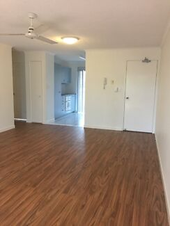 Spacious unit in central Ascot+ Ample Lock Up Garage