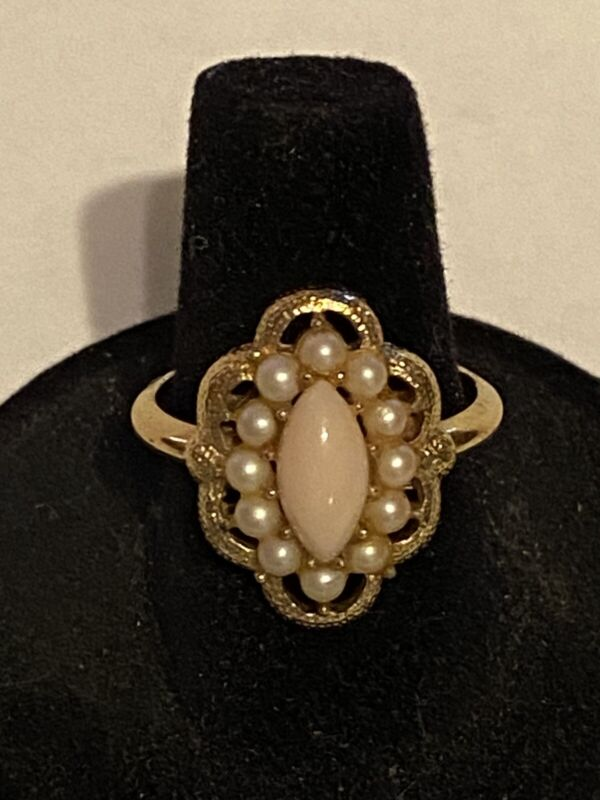 """Vintage Avon """"Serena"""" faux pearl and light pink cabachon gold-tone ring sz. 7.5"""