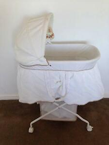 BASSINET - LOVE N CARE - NEW CONDITION Heathridge Joondalup Area Preview