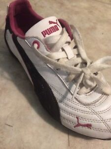 Size 7 pink and white ladies pumas