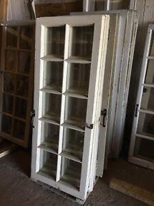 Fenêtres en bois à carreaux