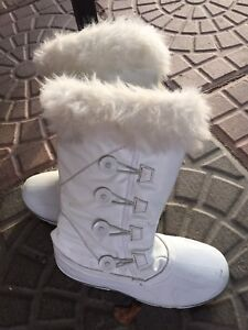 Ladies Winter Boots  sz 8