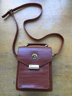 Vintage leather cross body bag in good condition