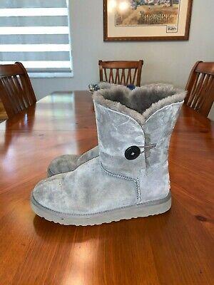 UGG Australia Women's Boots S/N 5803 Size 10. Genuine Sheepskin Upper Gray