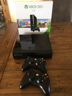 XBOX 360 S CONSOLE + 2 WIRELESS CONTROLLERS + 13 GAMES