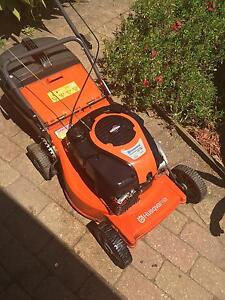 HUSQVARNA LAWN MOWER IN EXCELLENT CONDITION !!! BE QUICK !!! Hallam Casey Area Preview