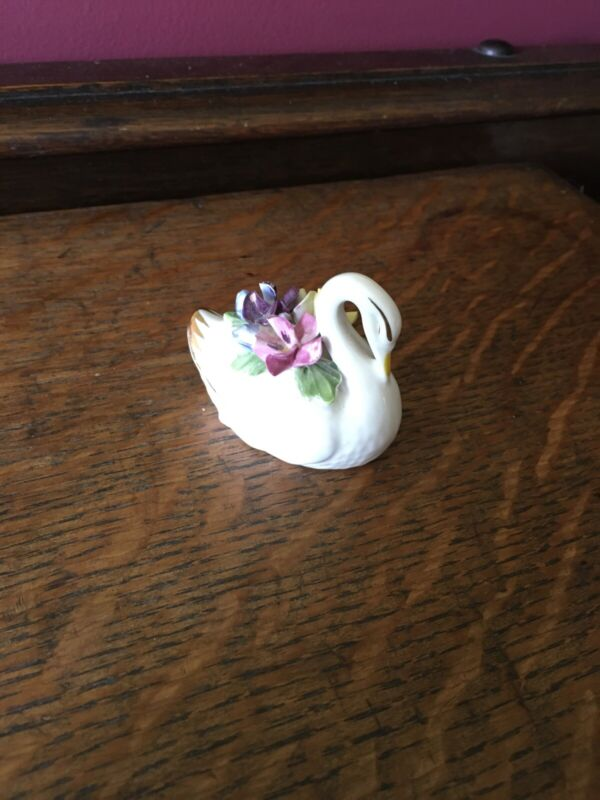 Royal Adderly SWAN  With Flowers