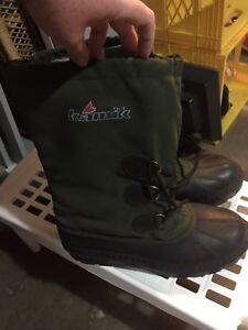 Mens never worn size 9 boots. New.
