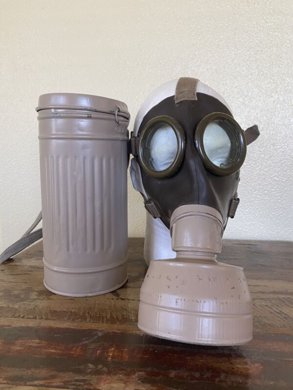 Spanish M.33 Gas Mask With Canister