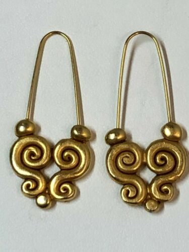 Stunning Vintage Exquisitely designed Gold-Plated Dangle Earring, Gorgeous!