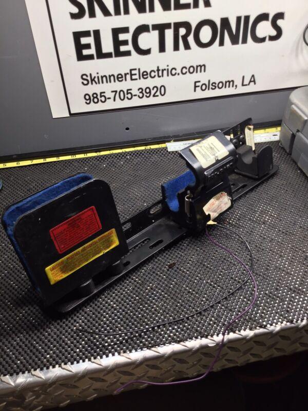 PRO GARD UNIVERSAL SECURE GUN LOCK MOUNT & RACK SHOTGUN 12 VOLT POLICE No Key