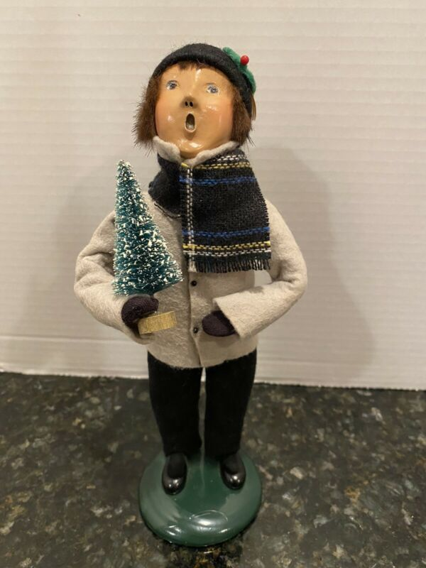 BYERS CHOICE CAROLERS 1994 CHILD BOY WITH CHRISTMAS TREE